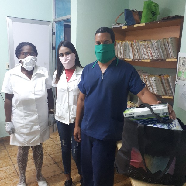 Donation of gloves, prenatal and multi-vitamins, NSAIDs and more to Family Doctor's Office #9, Playa, Havana